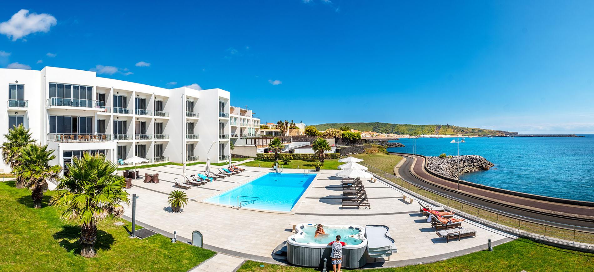 Hotel Atlantida Mar Azores Açores Ilha Terceira Praia Vitória Traseira Piscina Jacuzzi Oceano Serra